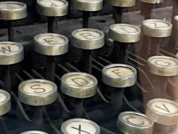 SEO Texte schreiben lassen: Zwar nicht auf einer alten Schreibmaschine aber dafür mit Erfahrung und Mehrwert!